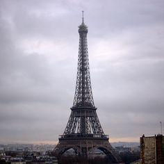"""#eiffeltower #paris #toureiffel #nikon #d7100 #greysky"""