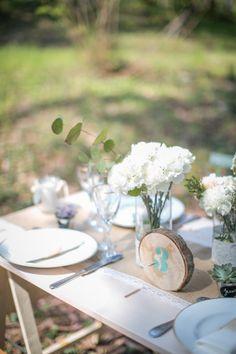 Nom de table en bois, tranche de bûche pour numéro de table menthe. http://www.savethedeco.com/creation-save-the-deco/413-numero-de-table-menthe-tranche-de-bois.html