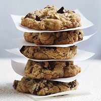 Hillary Clinton's 1992 Oatmeal Chocolate Chip Cookies: http://www.familycircle.com/recipe/cookies/hillary-clintons-chips/#