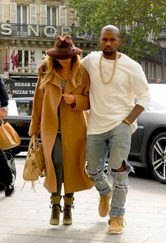 la modella mafia Kanye West & Kim Kardashian fashion inspiration - street style in Paris outide the Givenchy offices in a beige coat, Balenciaga bag and Alaia boots