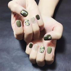 Nail tens of millions of nails, or green is the most eye-catching! – Page 4 of 20 Nail tens of millions of nails, or green is the most eye-catching! Cute Nails, Pretty Nails, My Nails, Nailart, Sunflower Nails, Daisy Nails, Minimalist Nails, Stylish Nails, Green Nails