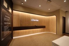 Modern Reception Desk, Reception Desk Design, Office Entrance, Office Lobby, Shop Interiors, Office Interiors, Ceiling Design, Wall Design, Business Office Decor