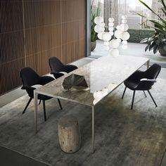 Rimadesio Long Island tafel met marmer calacatta blad. Luxe eettafel of vergadertafel. Verkrijgbaar in diverse uitvoeringen en afwerkingen. Op bovenstaande foto is deze tafel uitgevoerd met een zwart eiken blad en een glossy aluminium onderstel -