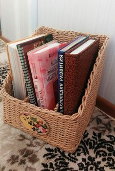 Фотографии Плетение из газет Newspaper Basket, Basket Weaving, Magazine Rack, Projects To Try, Storage, Fun, Basket Ideas, Furniture, Home Decor