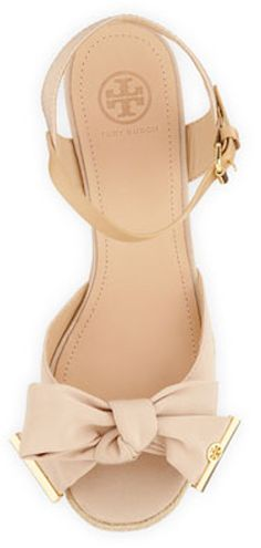 Gorgeous bow wedge #ToryBurch http://rstyle.me/n/khi9rnyg6
