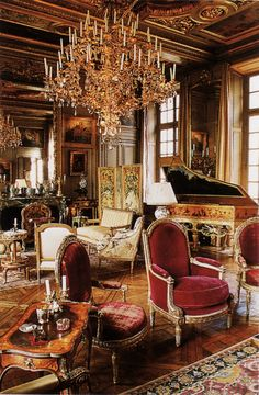 The Hôtel Lambert is a century mansion overlooking the Seine River, on the eastern tip of the l'Ile Saint Louis, Paris. It has been for many years the home of le Baron Guy de Rothschild, and his wife, Marie-Hélène. Melbourne, Chateau Hotel, Ile Saint Louis, Décor Antique, Antique Decor, Paris Apartments, Classic Interior, Interior Modern, Interior Design