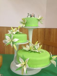 lime green wedding cake, but with hot pink flowers
