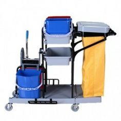 Carro de limpieza  de medidas: 132 x 75 x 110 cm. Contiene tres bandejas + saco con tapa, 2 cubos de 12 L y 2 cubos de 20 L, con prensa profesional. Estructura de Rilsan.