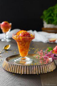 Grilled nectarines with raspberry ice cream - palate poetry Raspberry Ice Cream, Ice Cream Pops, My Dessert, Köstliche Desserts, Popsicles, Sorbet, Parfait, Punch Bowls, Panna Cotta