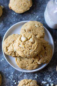 Doux Paleo Coconut macadamia Nut Cookies | Le Paleo Courir Momma