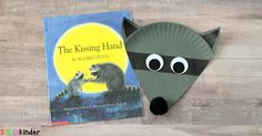This Chester the Raccoon Paper Plate Craft is a fun and simple book-inspired activity for children to do at the beginning of the school year. Kindergarten Art Projects, Kindergarten First Day, Kindergarten Activities, Book Activities, Preschool Education, Kindergarten Reading, Paper Plate Crafts, Book Crafts, Paper Plates