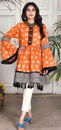 Kurti designs that will look good on every woman - ArtsyCraftsyDad Stylish Dress Designs, Stylish Dresses, Simple Dresses, Casual Dresses, Floral Dresses, Modest Dresses, Winter Dresses, Simple Outfits, Casual Outfits