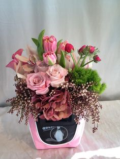 Convey your feelings to your loved one with a one of a kind Designs By David floral arrangement! Call us today- (310) 854-3544 #flowers #arrangements #celebritystyle #florist #losangeles #gifts #giftsforher #wedding #love #events