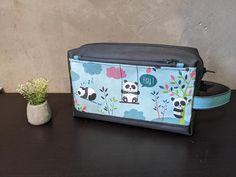 Trousse de toilette Fringante grise à coton pandas cousue par Noemie - Patron Sacôtin