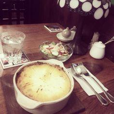 [2013/11/13]    ランチ₍₍⁽⁽(ી( ˆoˆ )ʃ)₎₎⁾⁾    Shepherd's Pie with salad ¥1100      @ AL'S CAFE