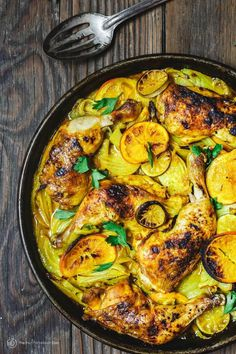 10 Easy Paleo & Lunch Ideas that Aren't Salads An all-star roast chicken recipe with a delicious citrus marinade starring turmeric and other Eastern Mediterranean spices! Step-by-step tutorial. Roast Chicken Dinner, Roast Chicken Recipes, Chicken Fennel Recipe, Tumeric Chicken Recipes, Marinade Chicken, Lamb Dinner, Dijon Chicken, Cook Dinner, Pepper Chicken