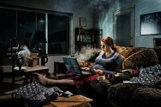 In his series of untitled photographs Nobody Claps Anymore, the Mexican-American photographer Alec Dawson portrays ordinary people in their homes in a downbeat… Dramatic Highlights, Cinematic Lighting, Narrative Photography, Forced Perspective, Nude Portrait, Glamour Shots, Life Goes On, Photo Projects, Double Exposure