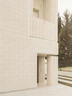 Image 8 of 21 from gallery of The House of the Archeologist / LCA architetti / luca compri architetti. Photograph by Simone Bossi Contemporary Building, Contemporary Architecture, Brick Architecture, Interior Architecture, Chinese Architecture, Futuristic Architecture, Espace Design, Brick Texture, Facade Design