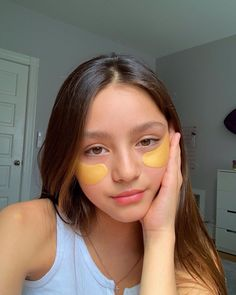Using an Under-Eye Mask is one of the most effective ways to stay young and look young. ICONIC FASHION Why Use Eye Masks? Natural Glowy Makeup, Natural Skin, Mabel Chee, Under Eye Mask, Lily Chee, Foto Casual, Cute Young Girl, Cute Girl Face, Tumblr Girls