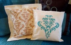 Step-by-step tutorial showing how to stencil a fabric pillow cover. Stencil Decor, Damask Stencil, Stenciled Pillows, Fabric Stamping, Pillow Tutorial, Stenciling, Pillow Covers, Arts And Crafts, Throw Pillows