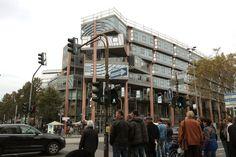 La arquitectura de un Pritzker poco conocido.  Hoy en día pareciera que recibir el Premio Pritzker es sinónimo de fama mundial inmediata. Se cree quela arquitectura que se premia sentará las bases para las tendencias futuras y que el afortunado en recibir el premio será catapultado al Olimpo inmediatamente.  http://www.podiomx.com/2014/12/la-arquitectura-de-un-pritzker-poco.html