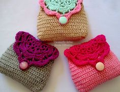 Crochet pouch - with pattern. Wow, how cute are theses, perfect small crochet pouches. Crochet Diy, Love Crochet, Crochet Gifts, Crocheted Lace, Crochet Coin Purse, Crochet Pouch, Crochet Purses, Crochet Bags, Pochette Portable