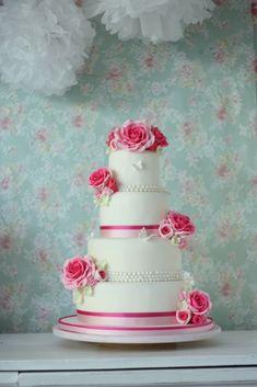 Mooie Bruidstaart met hot pink suiker rozen, vlinders parels en satijnlinten Hot Pink Roses, Wedding Cakes, Studio, Desserts, Food, Wedding Gown Cakes, Tailgate Desserts, Deserts, Essen