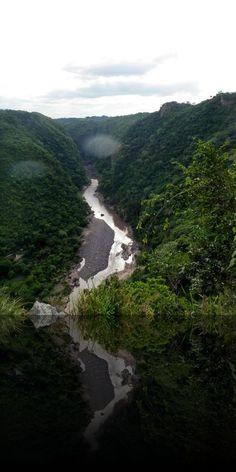 Nicaragua - Monumento Nacional Cañon de Somoto - flotando por los rápidos de Namancambre