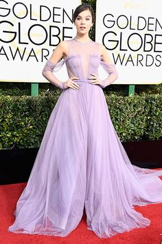 Golden Globes 2017 Red Carpet  Hailee Steinfeld in Elie Saab Haute Couture