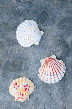DIY: kinderen- schelpen versieren - shells- decorate shells- diy kids- http://www.galerie-lucie.nl/
