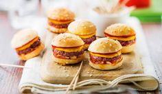 Un apéro prévu ? Vite, on sort les mini-cheeseburgers, composés de viande de bœuf origine France, ketchup, oignons frits, cheddar… Aussi bon que des grands cheeseburger, mais en plus convivial !