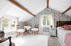 A summer house in Sweden Attic Spaces, Attic Rooms, Sweden House, Small Cottage Homes, Country Interior, Shabby Chic Farmhouse, Home Living, Rustic Interiors, Interiores Design