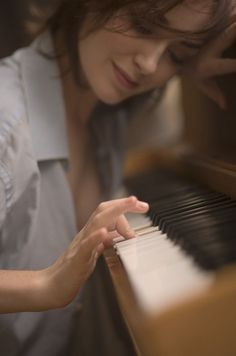 Pretty Girl Playing The Piano The Piano, Sound Of Music, Music Is Life, My Music, Book 15 Anos, No Time For Me, Musicals, Singing, Gifs