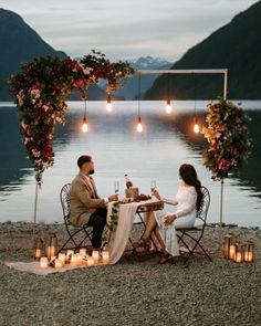 Will you wanna show how gorgeous wedding lights can be, how creative wedding table deco can be? Get ready for these sparkly wedding ideas! Cute Proposal Ideas, Proposal Pictures, Romantic Proposal, Romantic Dates, Romantic Dinners, Engagement Proposal Ideas, Beach Proposal, Romantic Surprise, Romantic Picnics