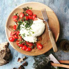Have to make a reposte@mettehelbak #foodstyling #muubs #teak #plates #longlastingdesign