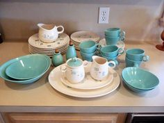 Found on EstateSales.NET: ATOMIC - RETRO - MID CENTURY METLOX VERNON WARE HEAVENLY DAYS ~ SERVICE for 8 with SERVING &  ACCESSORY PIECES
