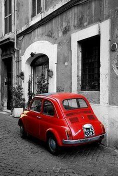 Rode Fiat 500 in Rome Fiat Cinquecento, Fiat 500c, Fiat Abarth, Auto Retro, Cute Cars, Small Cars, Black White Red, Belle Photo, Old Cars