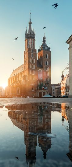 Exploring Krakow, Poland in just 48 hours. Cool Places To Visit, Places To Go, Travel Around The World, Around The Worlds, Visit Poland, Europe On A Budget, Poland Travel, Krakow Poland, Chapelle