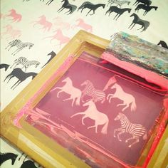 screen printing by lee may foster-wilson of bonbi forest.i wanna learn how to screen print! Textiles, Textile Prints, Textile Patterns, Print Patterns, Diy Screen Printing, Illuminated Letters, Linocut Prints, Crafty Craft, Artwork Prints