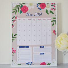 Le calendrier et semainier du mois sont enfin disponibles et se pare d'un graphisme printanier. Y en a marre de ce temps gris alors faisons venir le beau temps et mettons un peu de couleurs dans notre déco. ;) Rendez-vous sur le blog pour les télécharger gratuitement. – ML♥ –