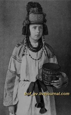 oI< Молодая женщина в курском головном уборе, вторая половина 19 века