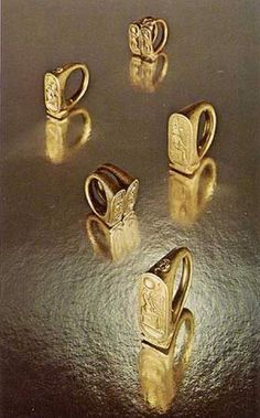 Five Gold Rings from Tutankhamun's tomb. Ring A is probably #44h. Ring B was placed on the king's left hand, middle finger. #256ccc. Ring E looks like #256vv(7).