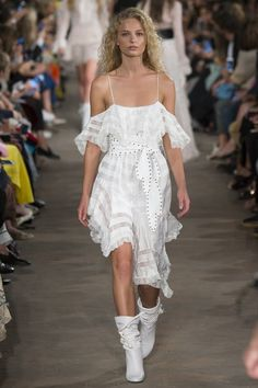 View the complete Philosophy di Lorenzo Serafini Spring 2017 collection from Milan Fashion Week.