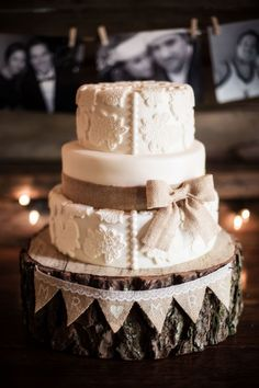 vintage lace wedding cake with burlap