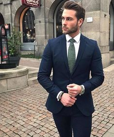 One great thing about men's fashion is that while most trends come and go, men's wear remains stylish and classy. However, for you to remain stylish, there are men's fashion tips you need to observe. Best Mens Fashion, Mens Fashion Suits, Mens Suits, Gentleman Mode, Gentleman Style, Terno Slim, Herren Outfit, Mens Clothing Styles, Trendy Clothing