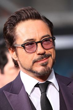 Robert Downey Goatee | Robert Downey Jr. flashing an irresistible smirk.