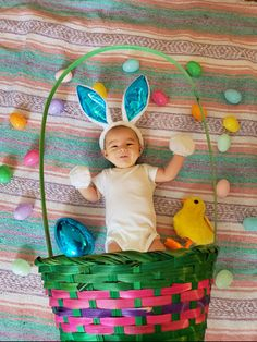 Give an Easter basket with your baby in it. Use a pastel blanket for the backdrop and hold the basket between baby and the camera Baby Boy Pictures, Easter Pictures For Babies, Baby Monat Für Monat, Baby Calendar, Foto Baby, Newborn Baby Photography, Aesthetic Bedrooms, Photo Ideas, Picture Ideas
