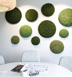 Idea for fl ceiling - cut large styrofoam balls in half, cover round side in moss and mount to ceiling tracks/brackets. Moss Wall Art, Moss Art, Artificial Plant Wall, Cheap Artificial Plants, Deco Spa, Moss Grass, Diy Wall, Wall Decor, Fleur Design
