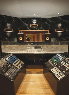 Trendy Home Studio Audio Vintage Modern Ideas Music Recording Studio, Audio Studio, Music Studio Room, Recording Studio Design, Sound Studio, Studio Gear, Studio Setup, Home Music, Consoles