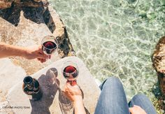 View top-quality stock photos of Close Up Image Man And Woman Hands With Goblet Of Wine At The Sea Side. Find premium, high-resolution stock photography at Getty Images. Bright Cellars, Oregon Pinot Noir, Top Cocktails, Summer Cocktails, Wine Drinks, Beverages, Fresh Rose Petals, Best Red Wine, Wine Vineyards